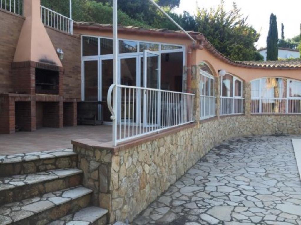 Villa de lujo mansion espa a girona girona alquiler for Villas de lujo en madrid